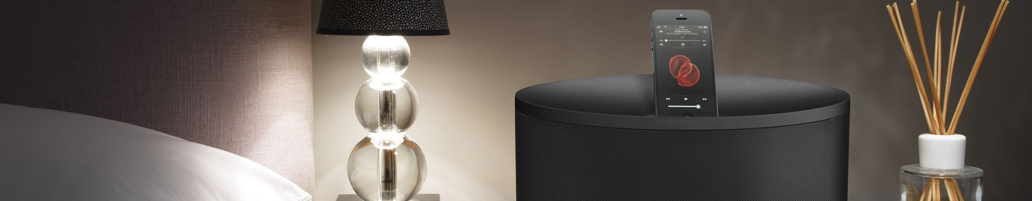 Bowers_Wilkins_Z2_Black_iPhone5_bedside_table
